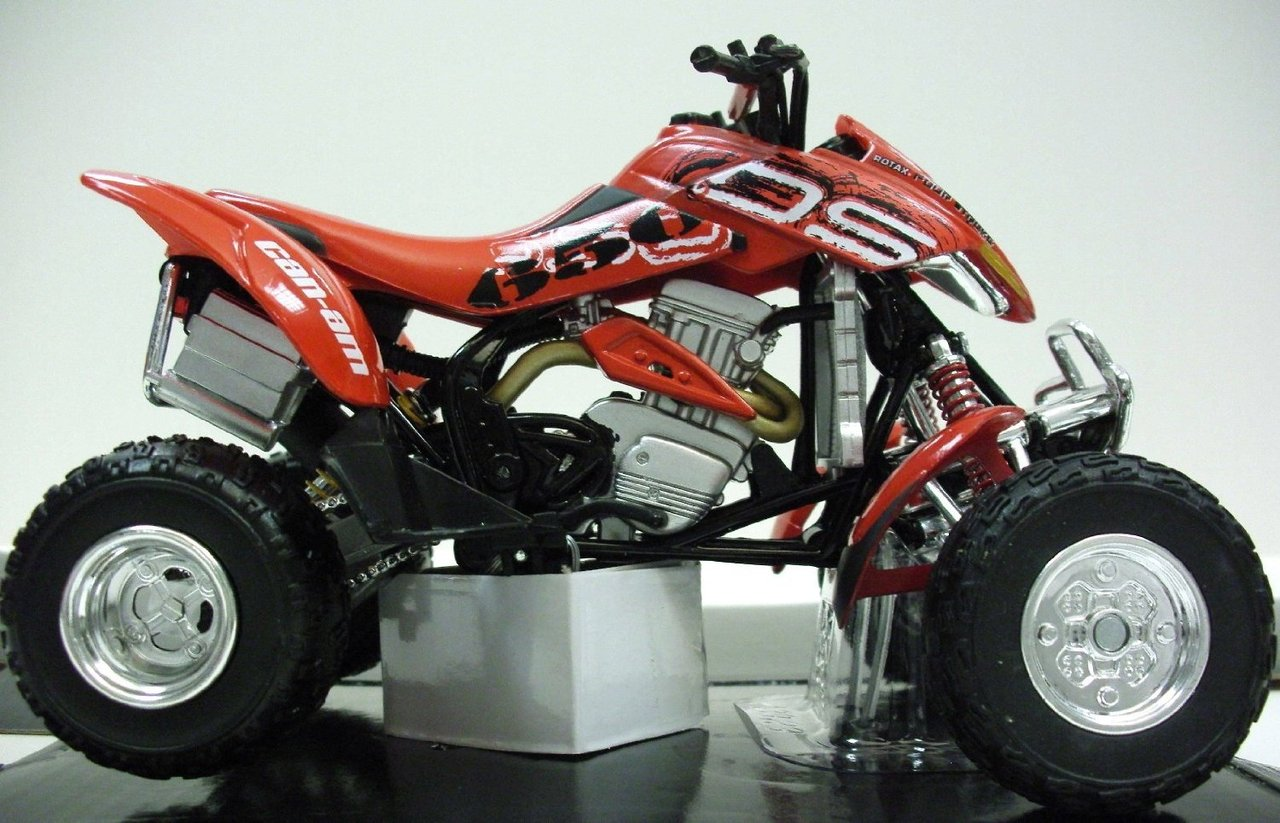 1:12 CAN-AM DS 650 rot 2005
